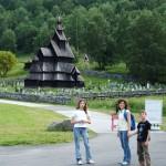 Nei pressi di una chiesa di legno in Norvegia (Stavkiche)